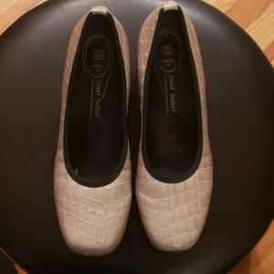 Size 41 (9 1/ 2)Josef Seibel shoes new w/out tags